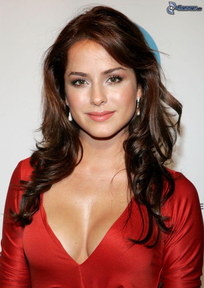 Danna Garcia, röd klänning