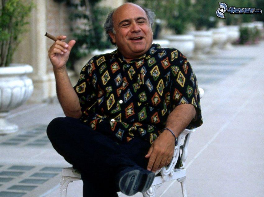 Danny De Vito, cigarr
