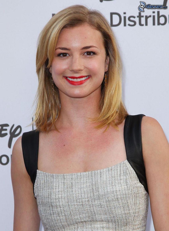 Emily VanCamp, leende, röda läppar