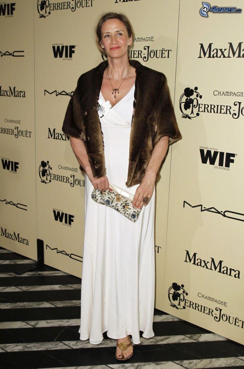 Janet McTeer, vit klänning