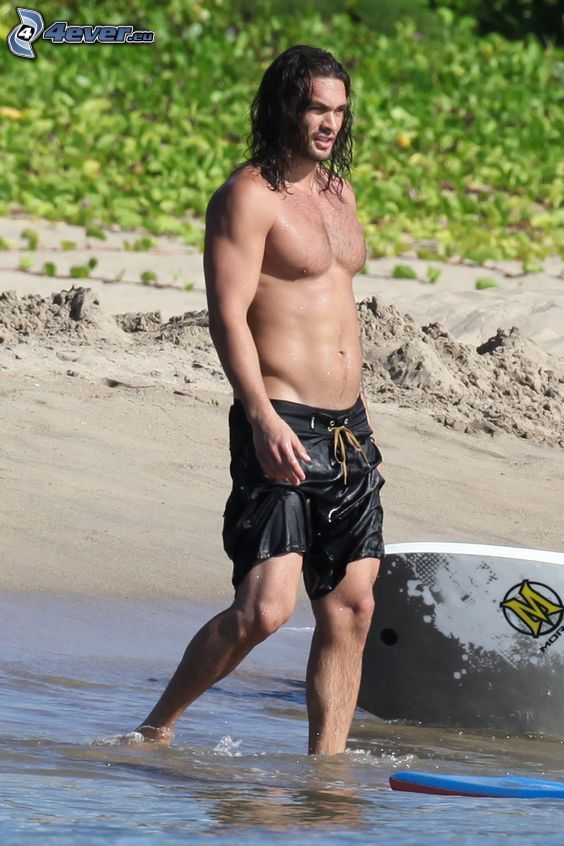Jason Momoa, sand