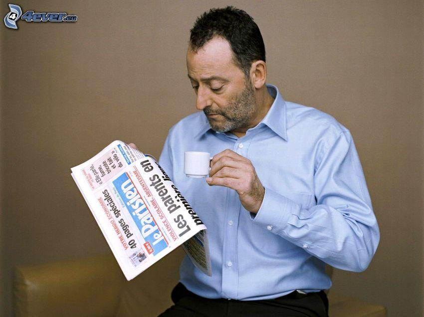 Jean Reno, tidning, kaffekopp