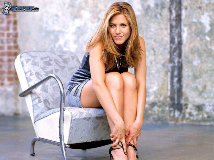 Jennifer Aniston, kvinna på soffa
