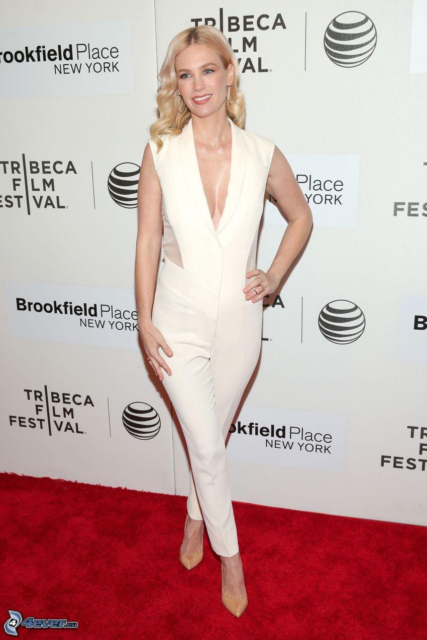 Kirsten Prout, vit klänning