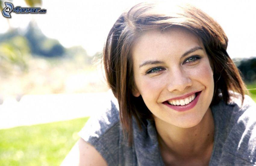Lauren Cohan, leende