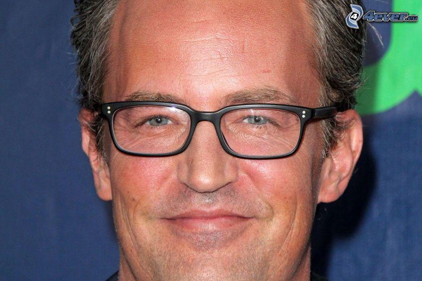 Matthew Perry, man med glasögon