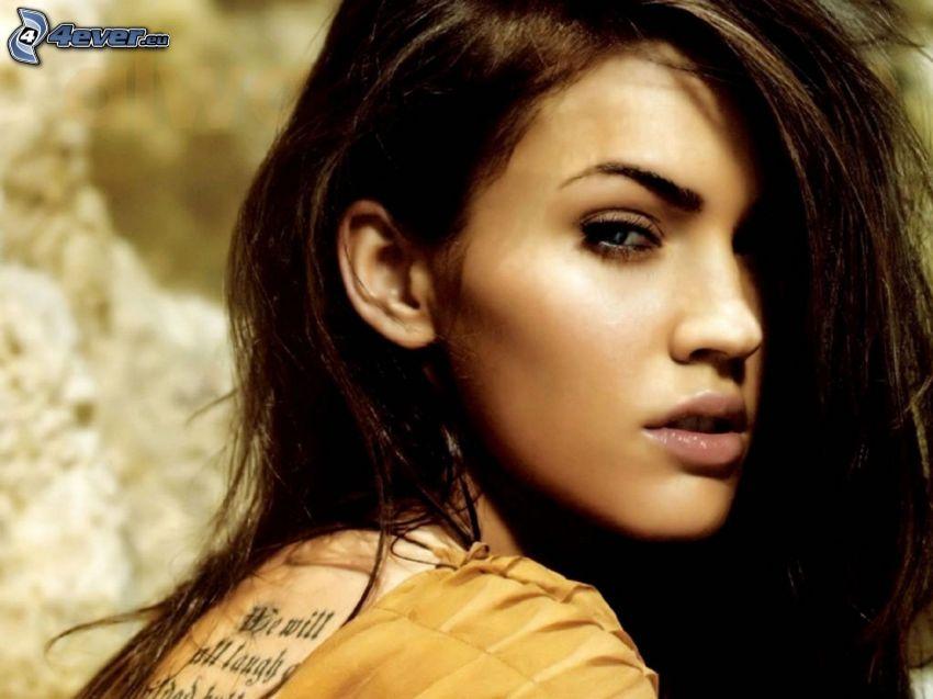 Megan Fox, tatuering på ryggen