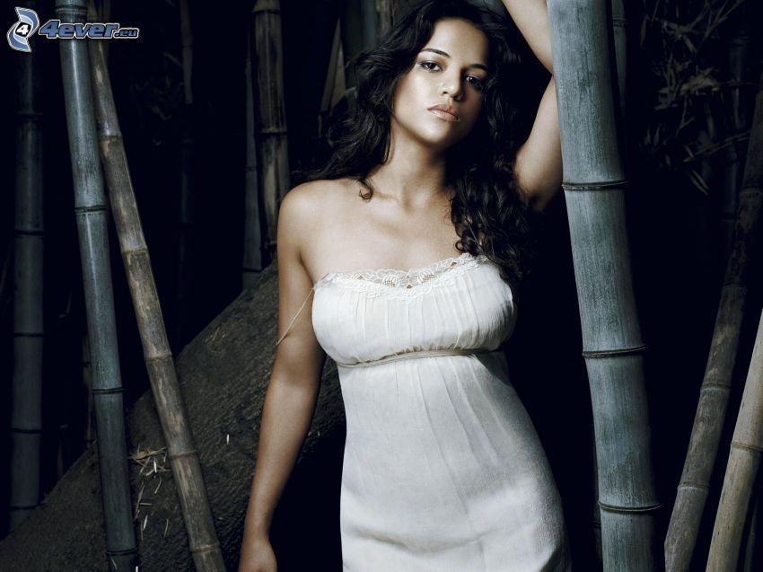 Michelle Rodriguez, vit klänning
