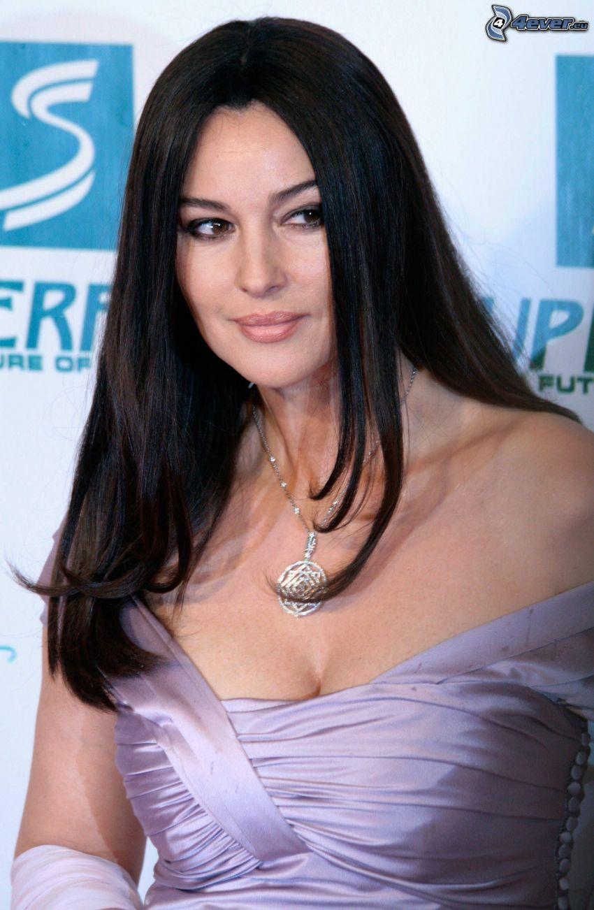 Monica Bellucci, lila klänning, blick