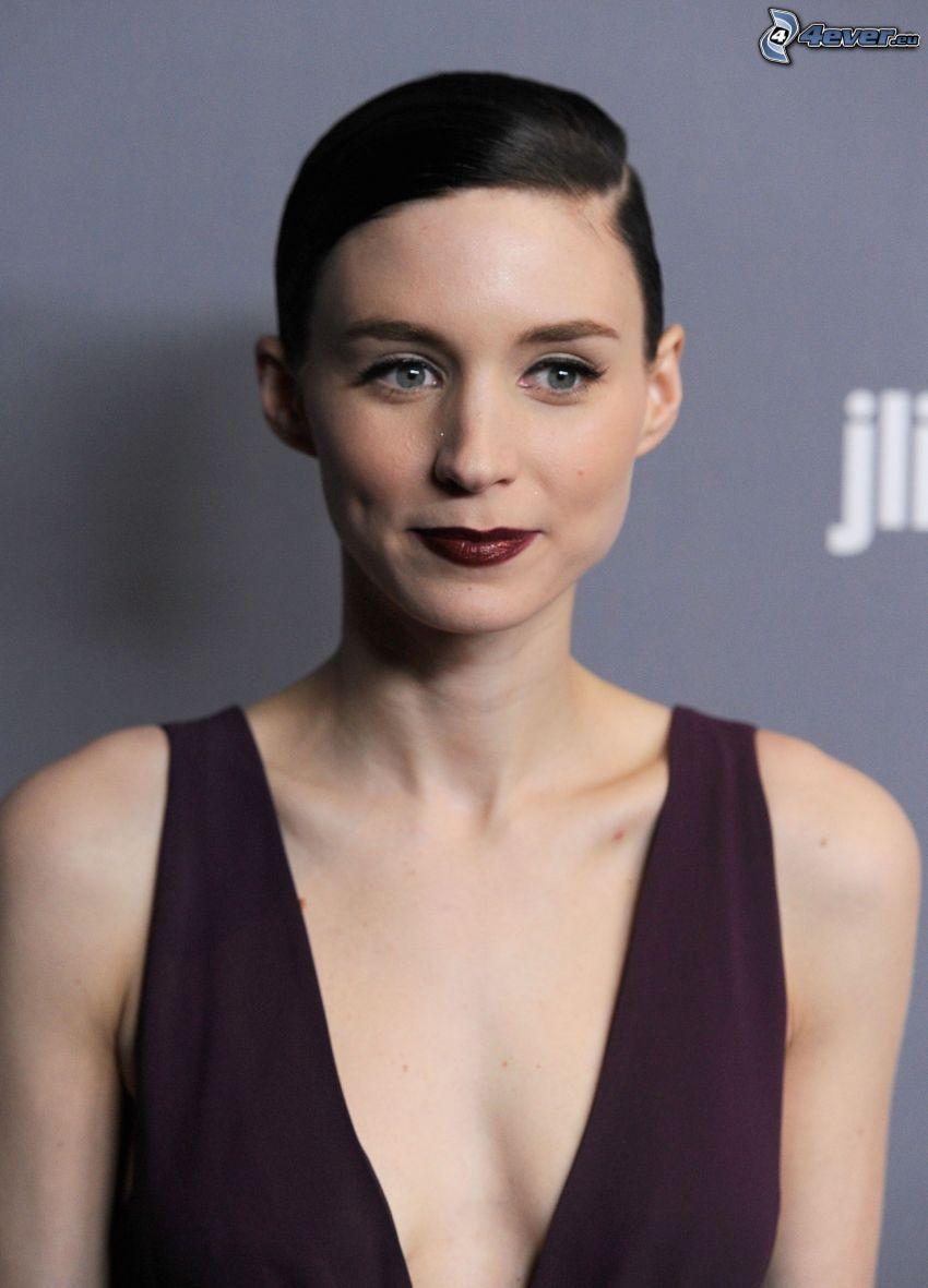 Rooney Mara, lila klänning