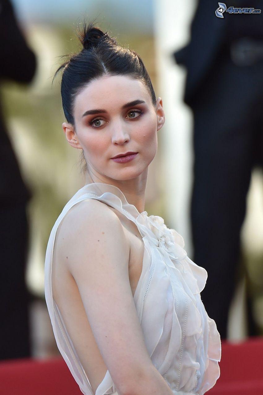Rooney Mara, vit klänning, blick