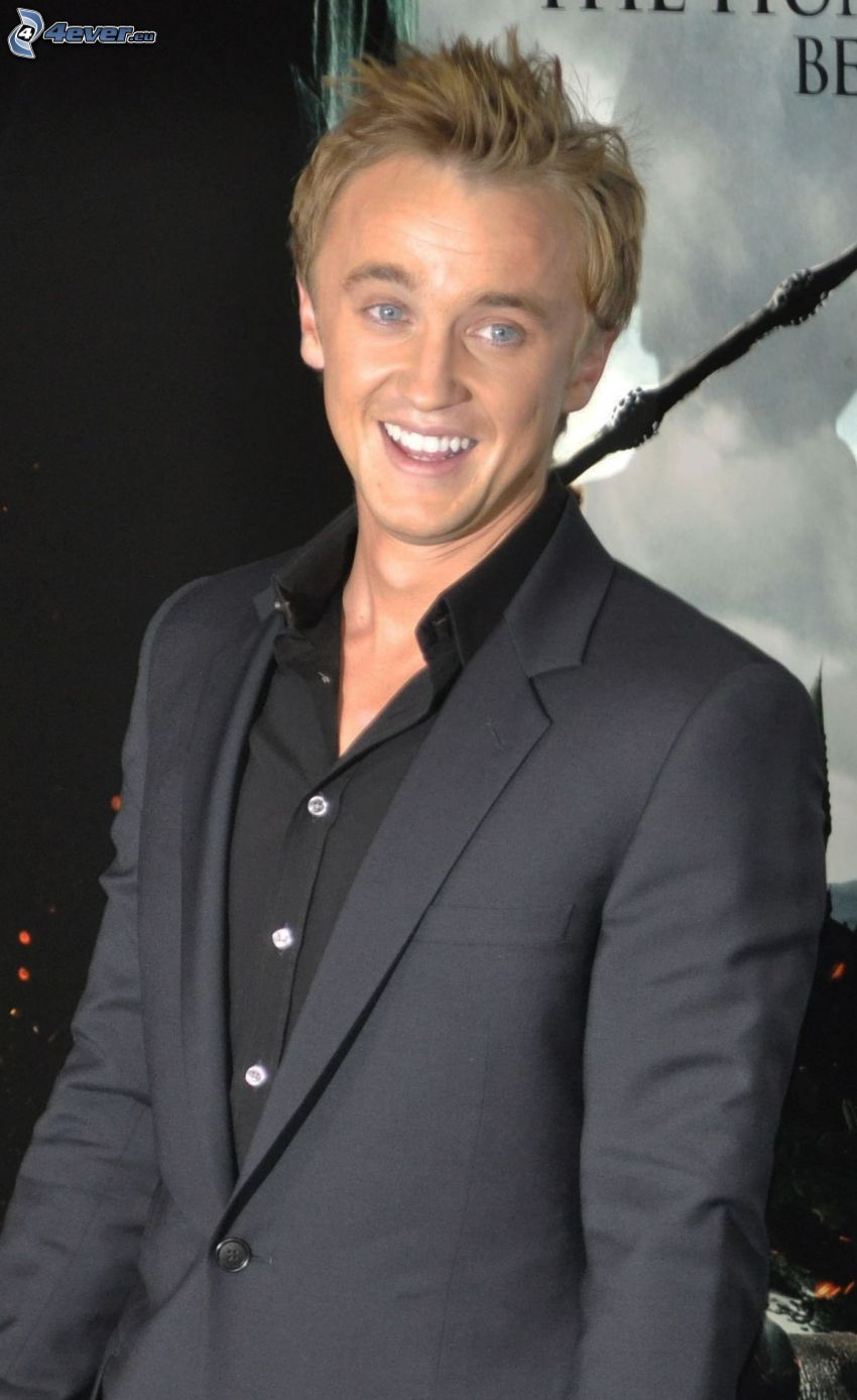 Tom Felton, man i kostym