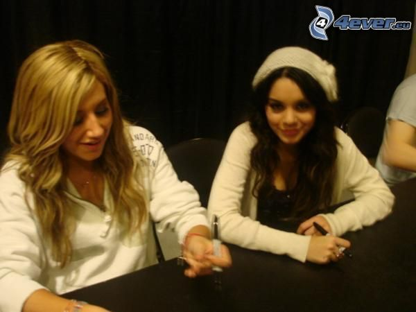Vanessa Hudgens och Ashley Tisdale