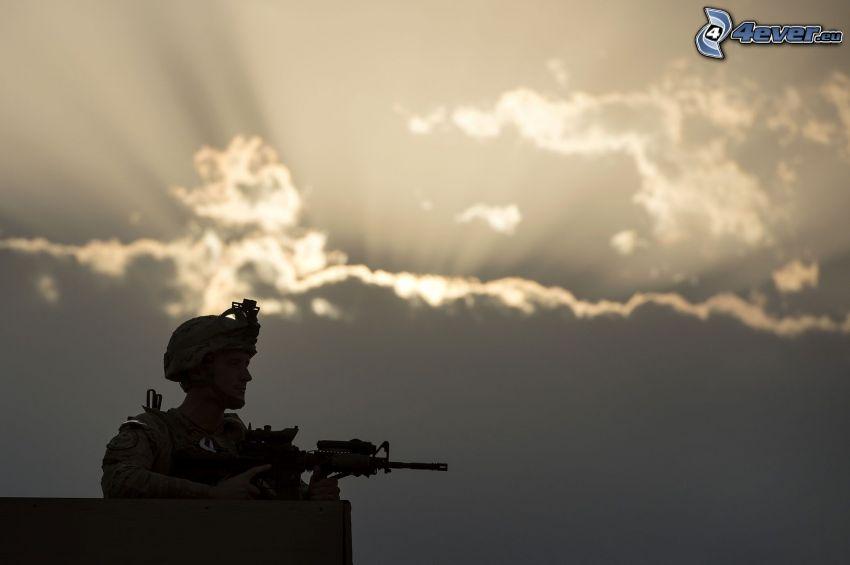 soldat med en pistol, silhuett