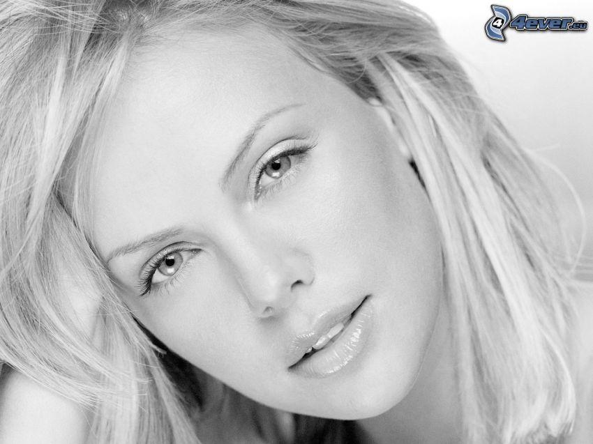 vacker kvinnas ansikte, blondin, svartvitt foto
