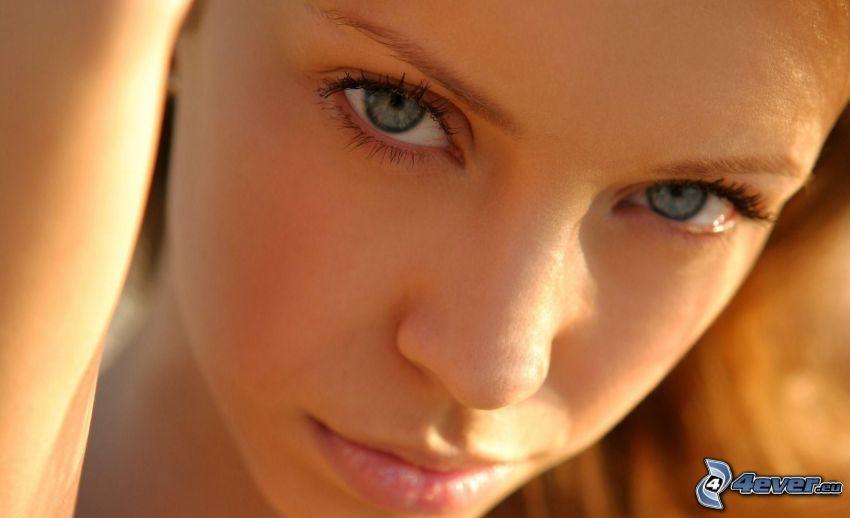 vacker kvinnas ansikte