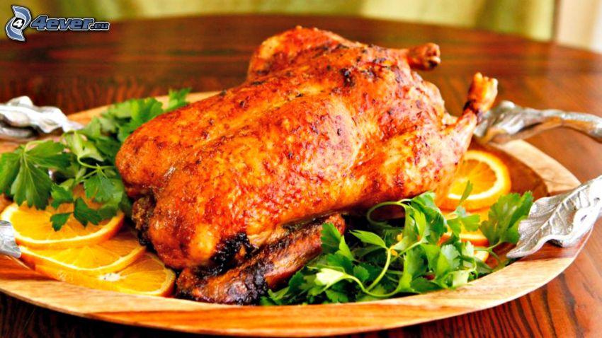 grillad kyckling, sallad, skivade apelsiner