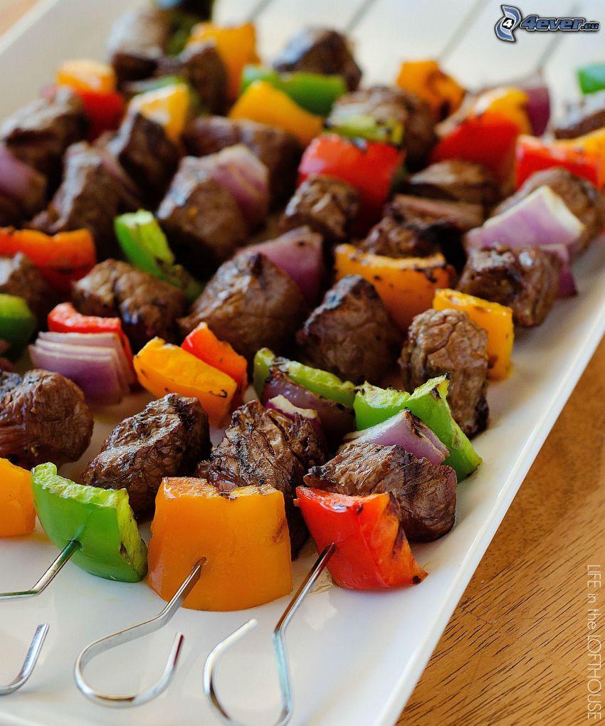 grillspett, paprikor, grillat kött