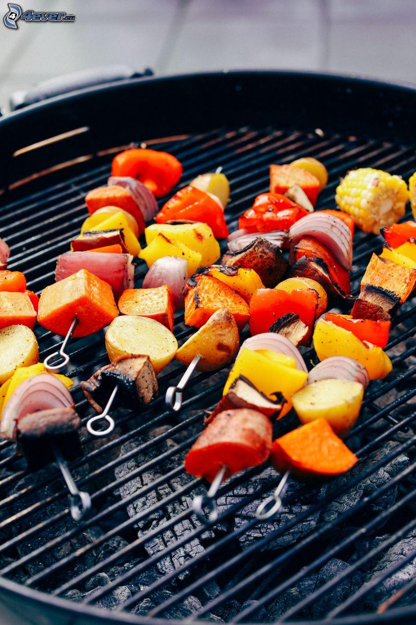 grillspett, paprikor, potatis, morötter, lök