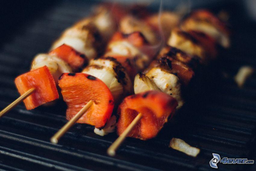 grillspett, röd paprika, grillat kött
