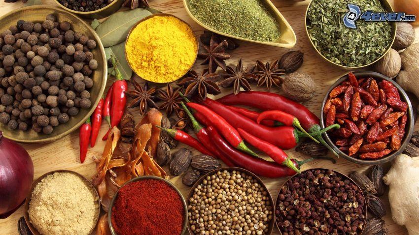 röda chilipaprikor, kryddor, kanel
