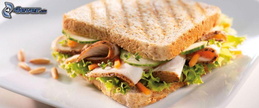 rostat bröd, bacon, sallad
