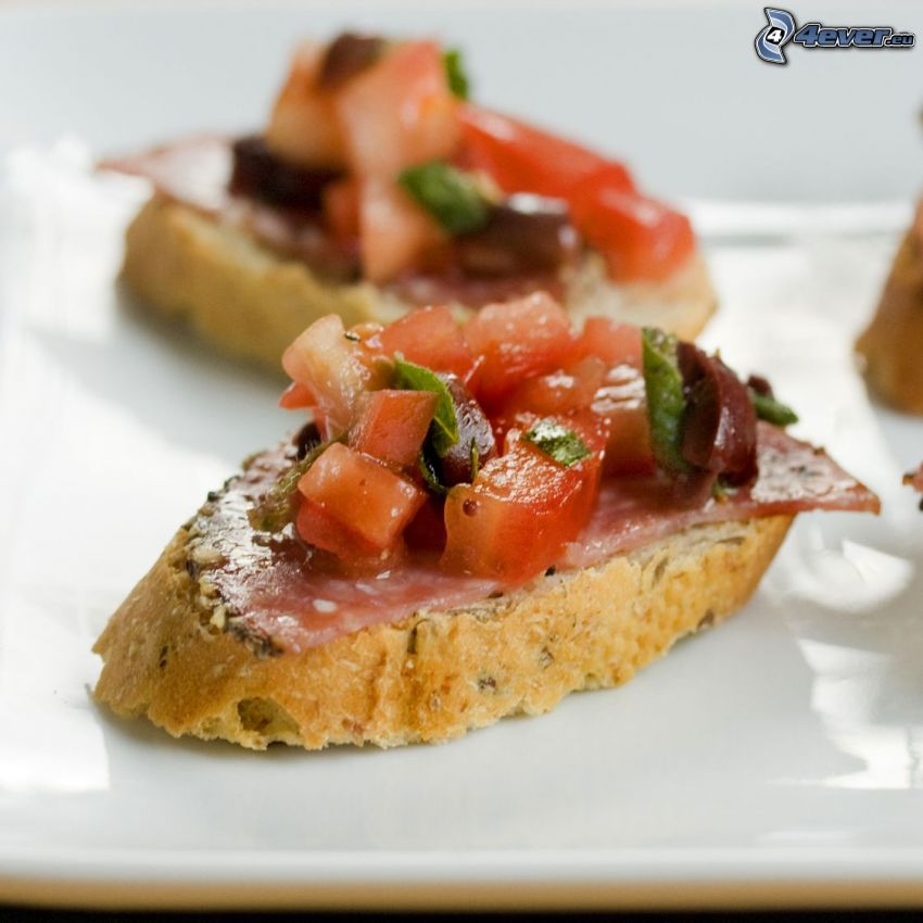 rostat bröd, tomater