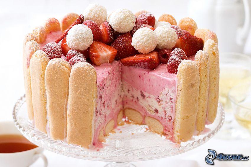tårta med jordgubbar