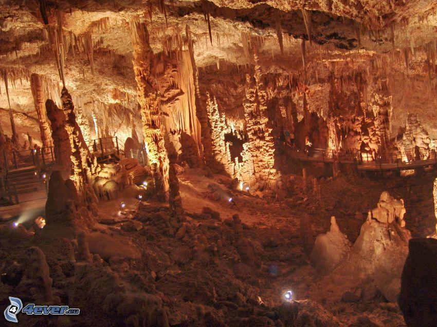 Avshalom, grotta, stalaktiter, stalagmiter