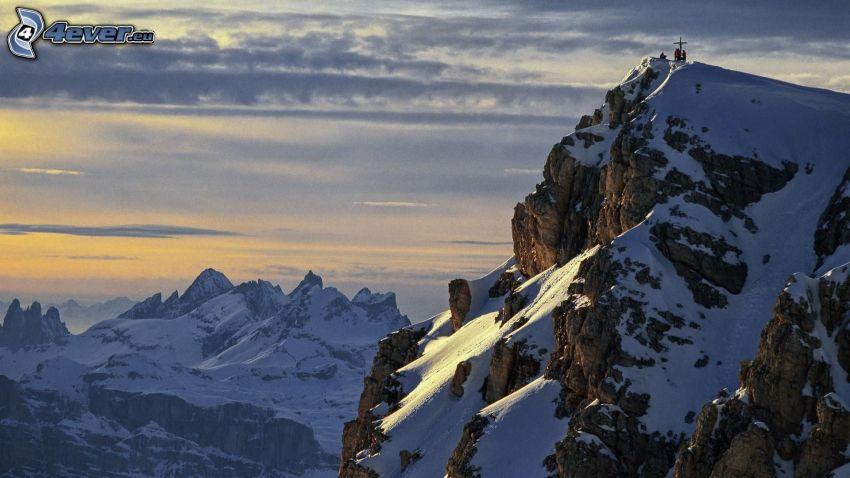 Alperna, snöklädda berg