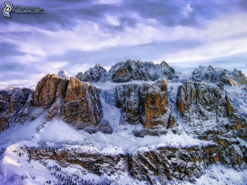 Dolomiterna, snöklädda berg