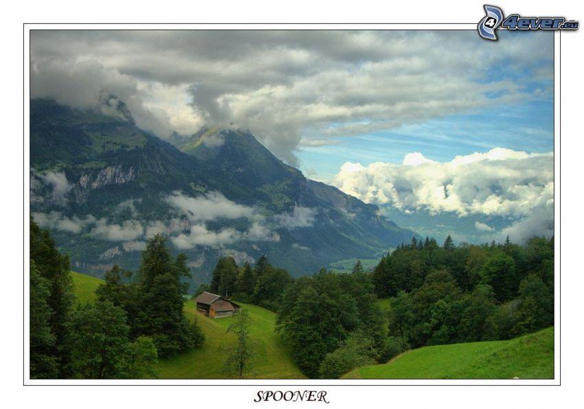 höga berg, hus, träd, moln