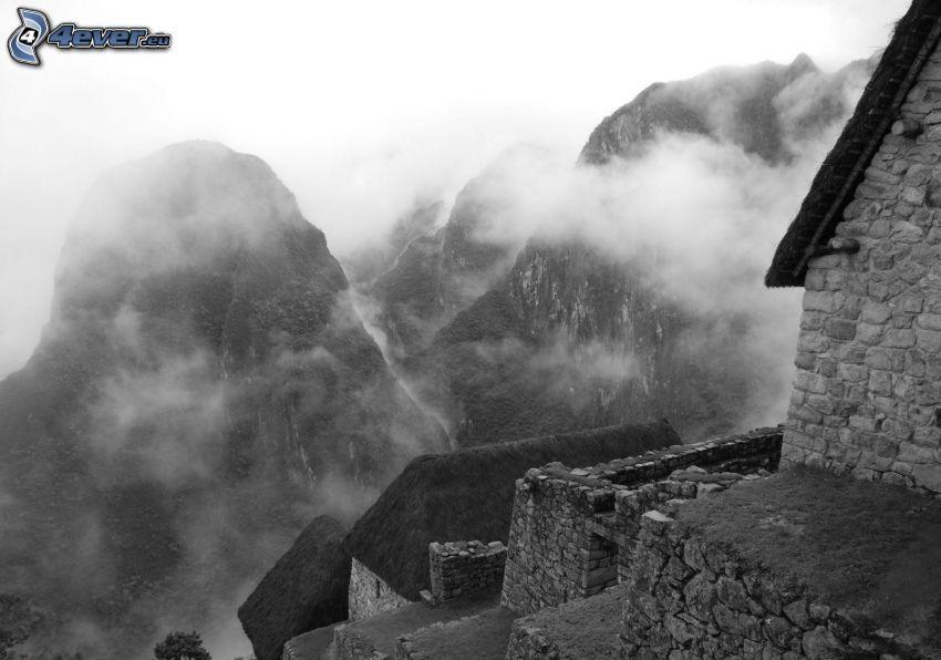 höga berg, moln, trappor, svart och vitt