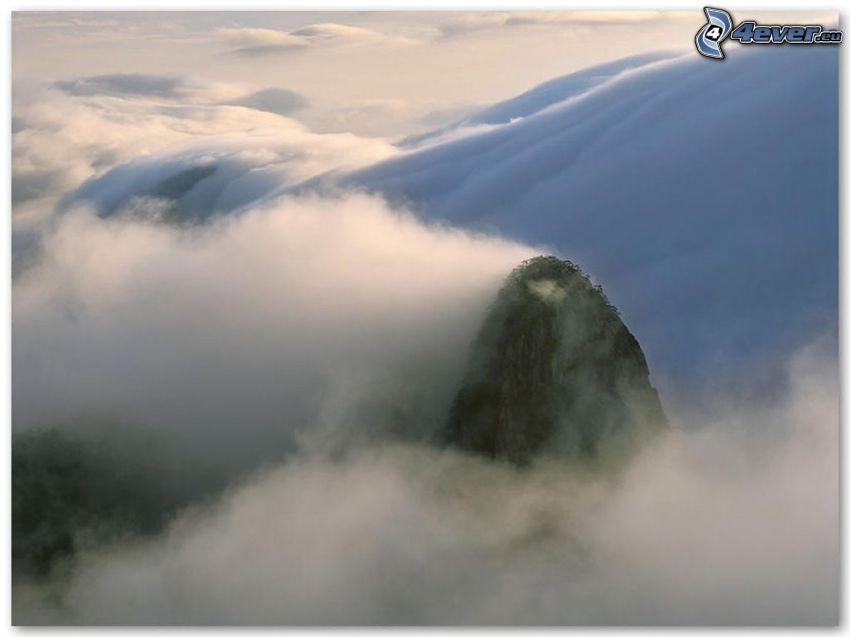 Kchun-lun, Kina, kulle i dimman, moln