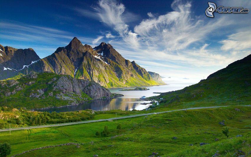 klippiga berg, flod, ängar