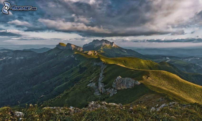 klippiga berg, grönska, utsikt över landskap
