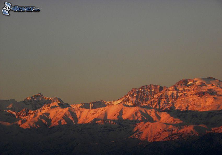 klippiga berg, snöig bergskedja