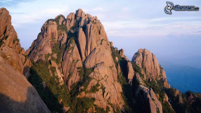 klippiga berg