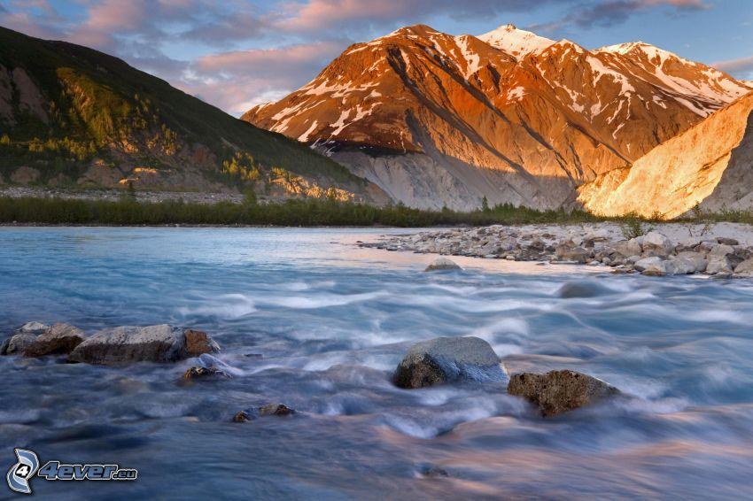 klippigt berg, flod