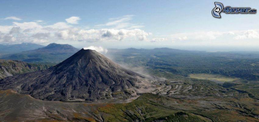 Kronotsky vulkanen, berg, skog