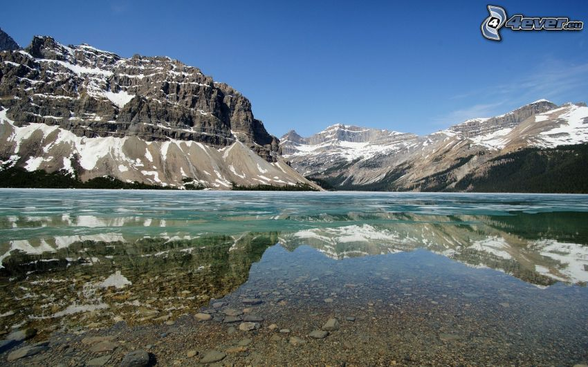 sjö, klippiga berg, snöklädda berg, spegling
