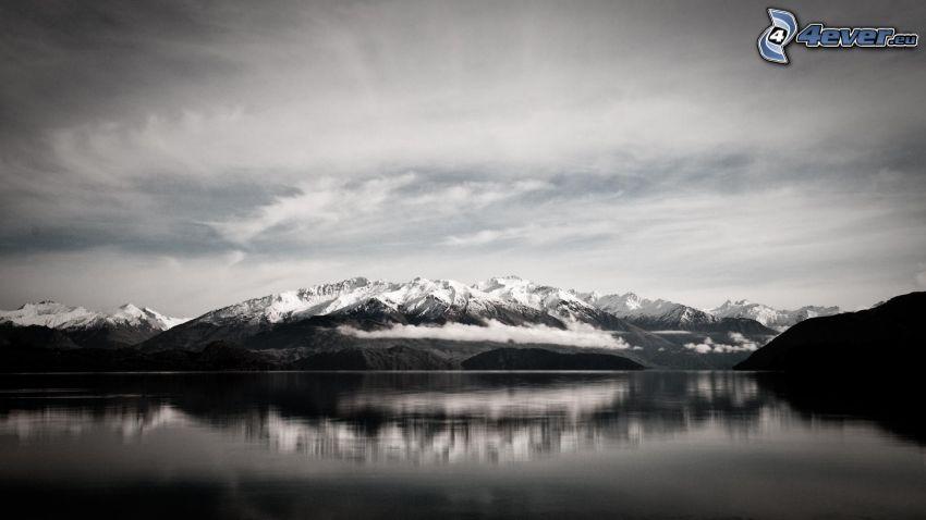sjö, snöklädda berg, spegling, svart och vitt