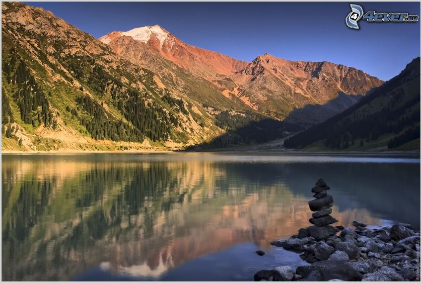 sjö, stenar, snöklädda berg