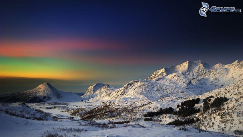 snöiga kullar, soluppgång