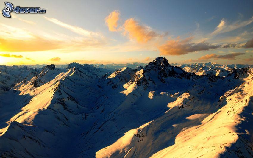 snöklädda berg, flygfoto