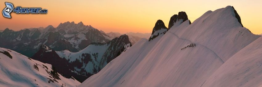 snöklädda berg, höga berg, klippiga berg, soluppgång