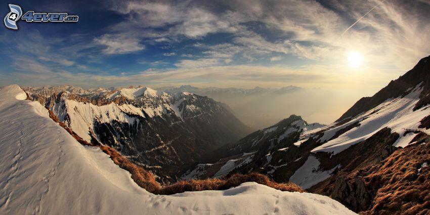 snöklädda berg, klippiga berg, höga berg