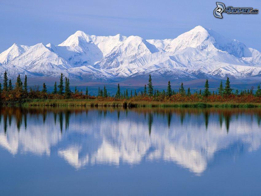 snöklädda berg, sjö, Alaska