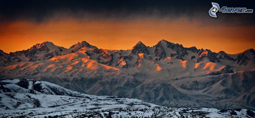 snöklädda berg, soluppgång