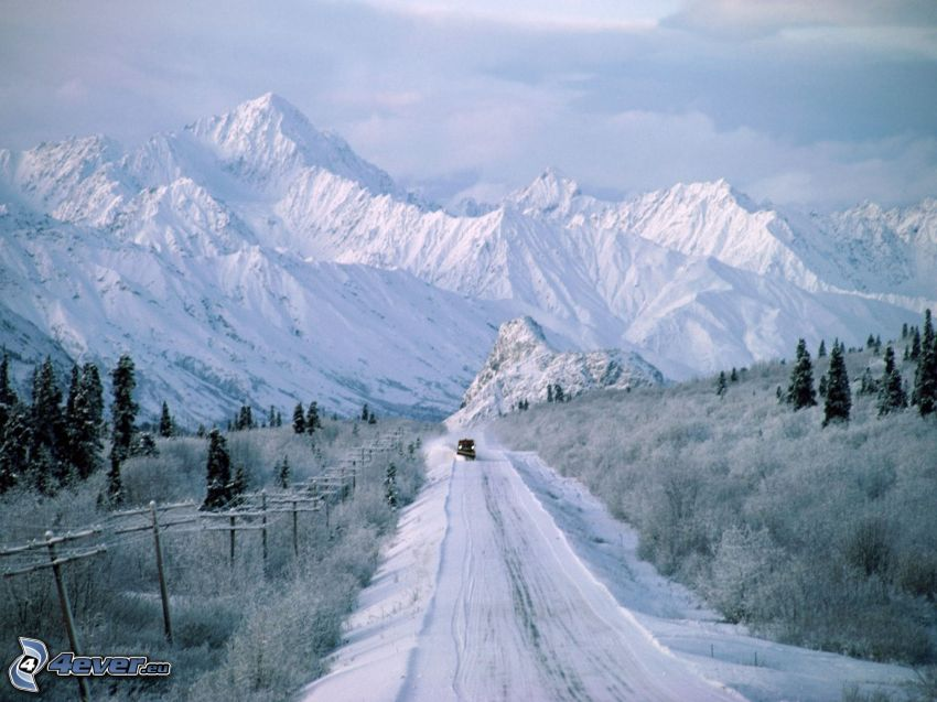snöklädda berg, väg, Alaska, USA